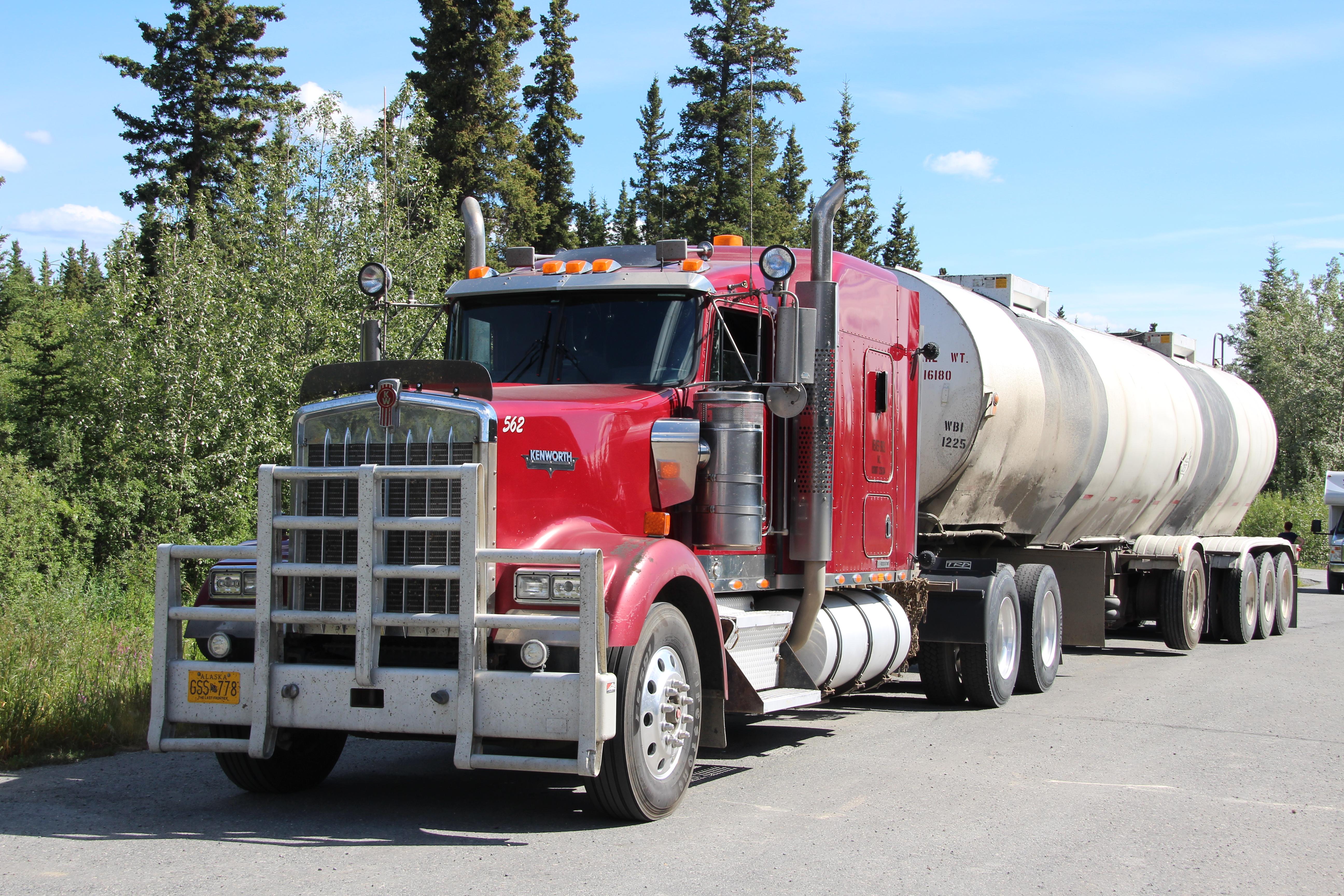 Roter Truck im Yukon