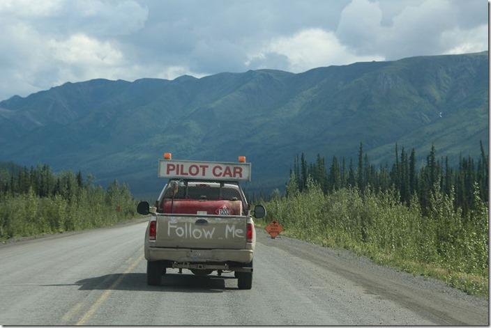 Pilot Car am Alaska Highway