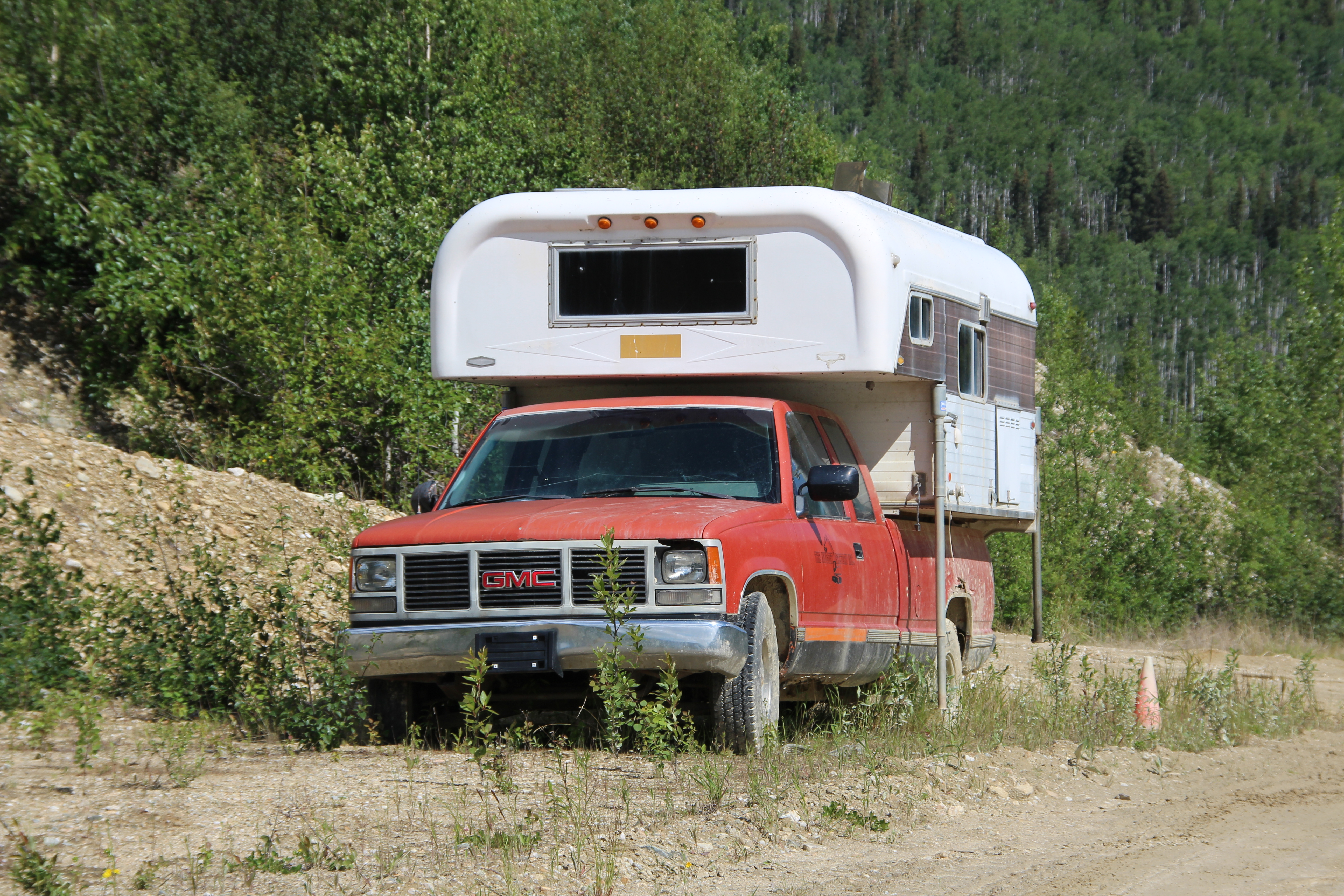 alter Camper im Yukon